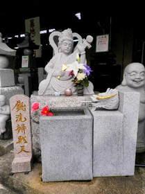2016-09・15 石材店前の石像・・・ (1).JPG