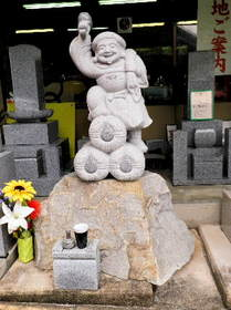 2016-09・15 石材店前の石像・・・ (9).JPG